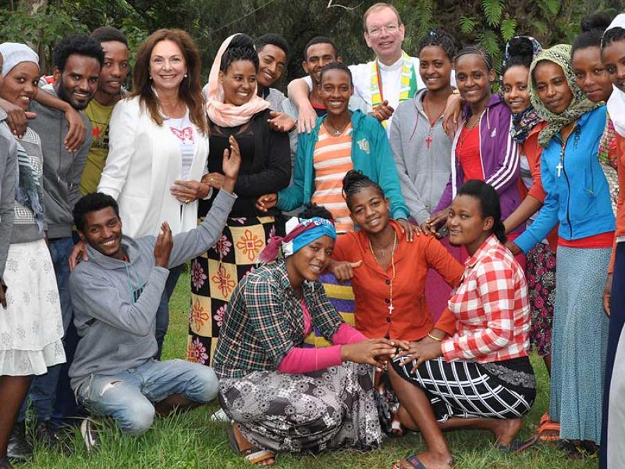 8-Gruppenfoto mit dem Gemeindechor von Taza.