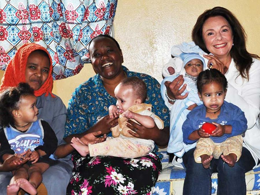 91-Gruppenfoto mit den Kindern der Waisenstation.